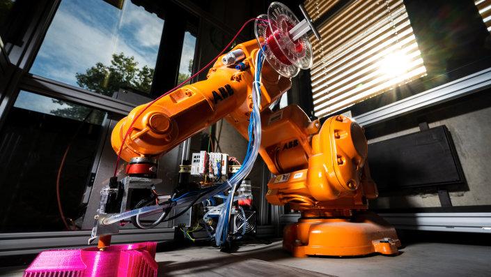 Der neuartige Druckkopf des Labors für Fertigungssysteme der TH Köln kann auf alle marktüblichen Industrieroboter installiert werden.