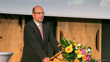 Prof. Stefan Materne beim Kölner Rückversicherungs-Symposium (Bild: ivwKöln / TH Köln  / Gerhard Richter)