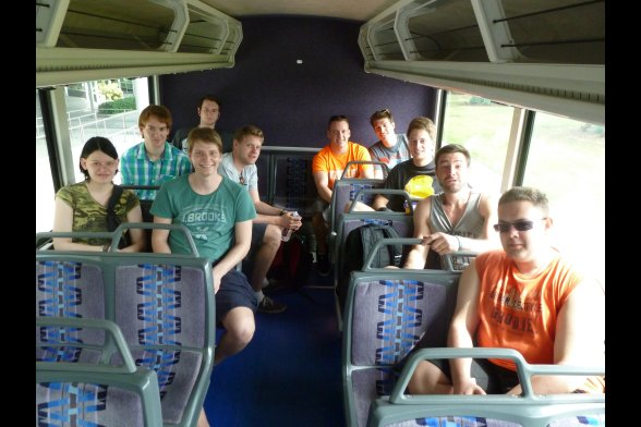 Gruppe in einem Shuttle-Bus des Kennedy Space Centers