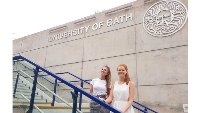 Vanessa Mundorf und Janina Betz an der University of Bath