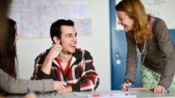 Unterrichtssituation im Sprachlernzentrum (Bild: Costa Belibasakis/FH Köln)